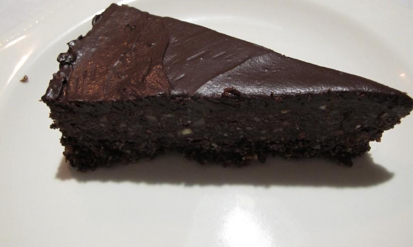 Raw yumminess: dairy-free chocolate cake