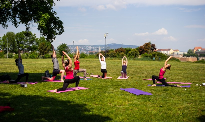 Vinyasa up: Donation-based openair yoga
