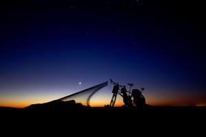 Tom sleeping under stars in the Saharan desert © Tom Allen